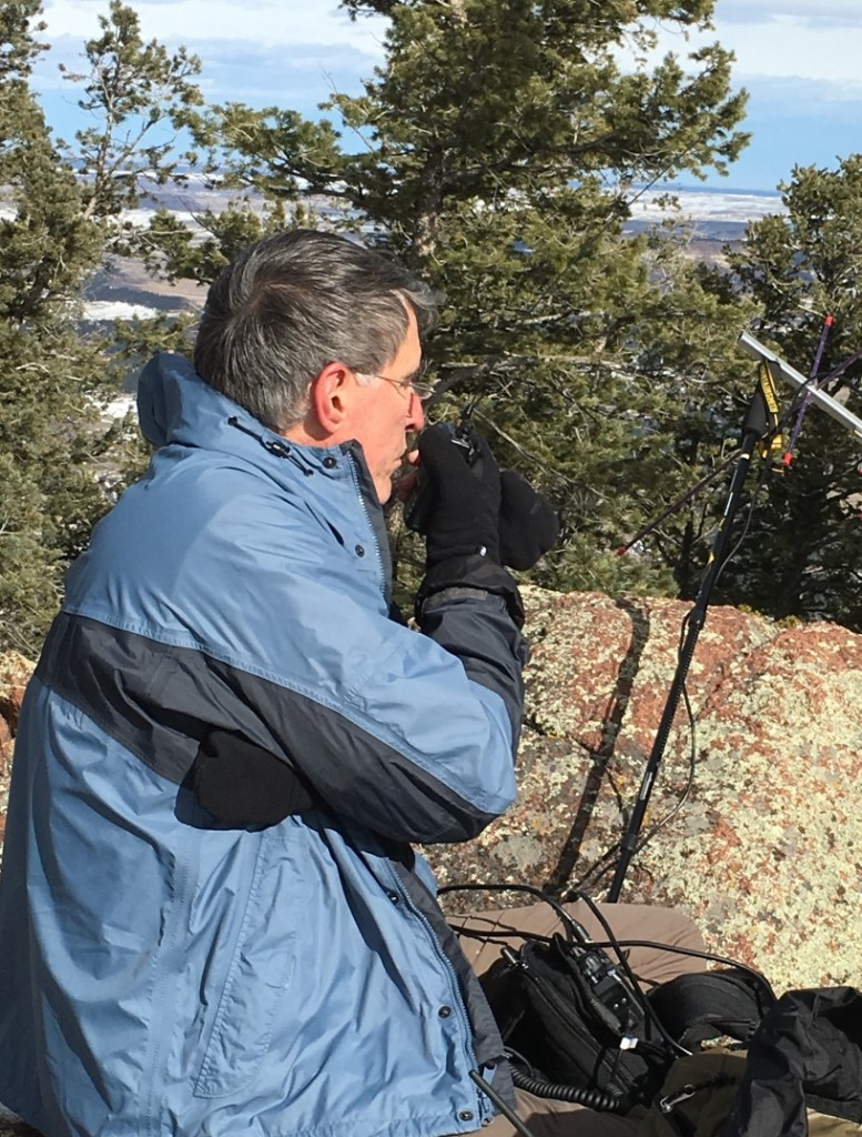 Bob K0NR using an HT to make contacts on 446.0 MHz FM.